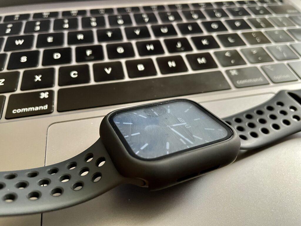 Apple Watch Nike Series 6(GPSモデル)画面の汚れ